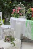 Adorne la casa con las flores Imagenes de archivo