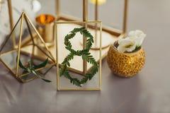 Adorne la tabla de la boda con el número 8 Foto de archivo libre de regalías