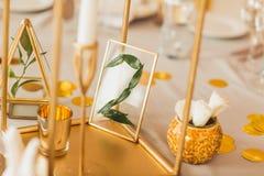 Adorne la tabla de la boda con el número 8 Imagen de archivo