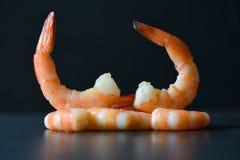 Adorne los camarones hermosos de la comida de la mesa de comedor que las gambas hirvieron los mariscos cocinados imágenes de archivo libres de regalías