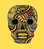 Adorne los colores completos pintados cráneo del ornamento en amarillo stock de ilustración