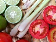 Adorne para la sopa, limón, tomate de la hierba de limón foto de archivo libre de regalías