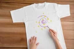 Adorne una camiseta blanca en blanco imagen de archivo libre de regalías
