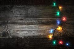 Adorno colorido en la derecha del tablero de madera Fotografía de archivo libre de regalías