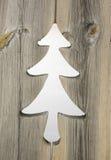 Adorno del árbol de navidad en tableros de madera del obturador Fotografía de archivo libre de regalías