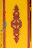 Adorno floral en el panel de madera Fotografía de archivo