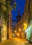 Adorno nocturno en la ciudad vieja de Riga, Letonia, Europa Fotos de archivo libres de regalías