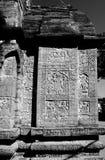 Adorno religioso antiguo que talla en el templo fotos de archivo libres de regalías