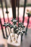 Adornos de la flor hechos del hierro Fotos de archivo
