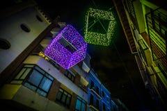 Adornos de la Navidad en la ciudad Imágenes de archivo libres de regalías