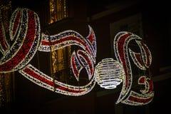 Adornos de la Navidad en la ciudad Imagenes de archivo