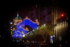 Adornos de la Navidad en la ciudad Fotos de archivo