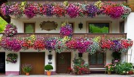 Adornos florales típicos en Austria Fotos de archivo libres de regalías