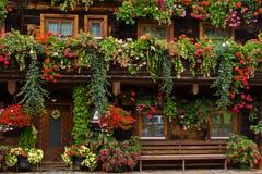 Adornos florales típicos en Austria Foto de archivo