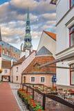 Adornos medievales de la ciudad vieja de Riga Imagen de archivo libre de regalías