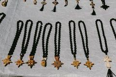 Adornos para el mercado de pulgas del cuello Vernissage Ereván, Armenia Fotos de archivo libres de regalías