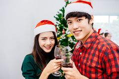 Ados asiatiques à la fête de Noël 2018 Images libres de droits
