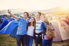 Ados au festival d'été Photo libre de droits