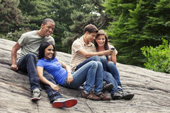 Ados traînant ensemble Photo libre de droits