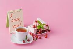 Adoucissez le petit déjeuner romantique pour son amie avec le fruit c de cerise Image stock