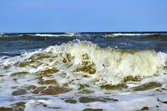 Adoucissez les vagues de la mer d'Azov Photos stock