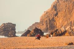 Adraga strand, solnedgångfärger royaltyfri fotografi