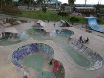 Adrenalina pura no skatepark imagem de stock