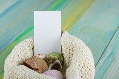 Adreskaartje, de zomer van het overzeese de achtergrond vakantiemodel Notitieboekje blanco pagina met Reispunten op blauwgroene h Stock Fotografie