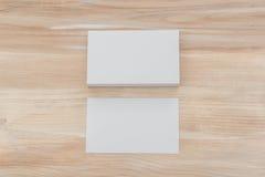 Adreskaartjes op houten lijst Royalty-vrije Stock Foto's