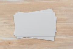 Adreskaartjes op houten lijst Stock Afbeelding