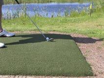 adresowania piłki golfista Obrazy Stock