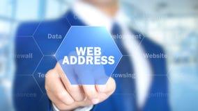Adresse de Web, homme travaillant à l'interface olographe, écran visuel image stock