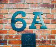 adresse du signe 6A sur un mur de briques Copenhague, Danemark photographie stock