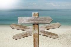 Adressen van hout op het strand royalty-vrije stock fotografie