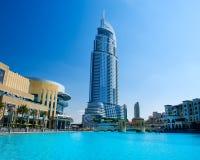 Adresshotell och Lake Burj Khalifa Royaltyfri Foto