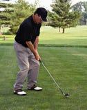 Adressieren des Golfballs Stockbild