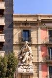 Adrette Statue auf La Rambla Stockbilder