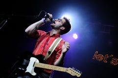 Adrián Pérez, gitarist en hoofdzanger van de Spaanse pop band Catpeople Stock Foto's