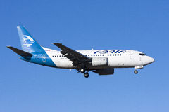 Adria 737 auf Endanflug Stockfotos