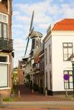 Adriaan-Windmühle über Straße, Haarlem Stockfotografie