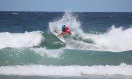 Adrian Buchan - persona que practica surf profesional Fotos de archivo libres de regalías