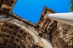 Adrian Gate, Antalya-oriëntatiepunt, Turkije Antieke bouw van marmer en stock fotografie