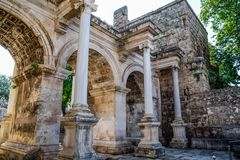Adrian Gate, Antalya-oriëntatiepunt, Turkije Antieke bouw van marmer en stock foto
