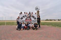 Adrian, Texas, USA, am 25. April 2017: Reisende an Route 66 -Mittelpunkt, illustrativer Leitartikel Lizenzfreie Stockfotografie