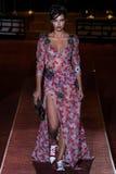 Adriana Lima geht die Rollbahn während des Marc Jacobs Runway Springs 2016 Lizenzfreies Stockbild