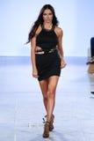 Adriana Lima modelo camina pista de Carmen Steffens en el FTL Moda SS2016 Fotos de archivo