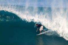 Adriano de Souza del Brasil que practica surf en de la pared Fotos de archivo libres de regalías