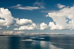 adriatic idyllisk liggandeseacoast Arkivbild