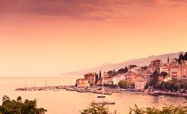 Adriatische baai toneelmening. Opatija Royalty-vrije Stock Foto's