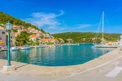 Adriatische Bucht in Pucisca, Brac Lizenzfreies Stockfoto